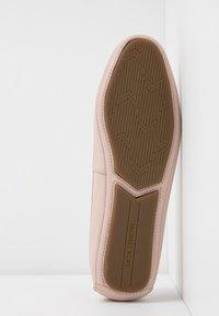MICHAEL Michael Kors - LILLIE - Scarpe senza lacci - soft pink - 6