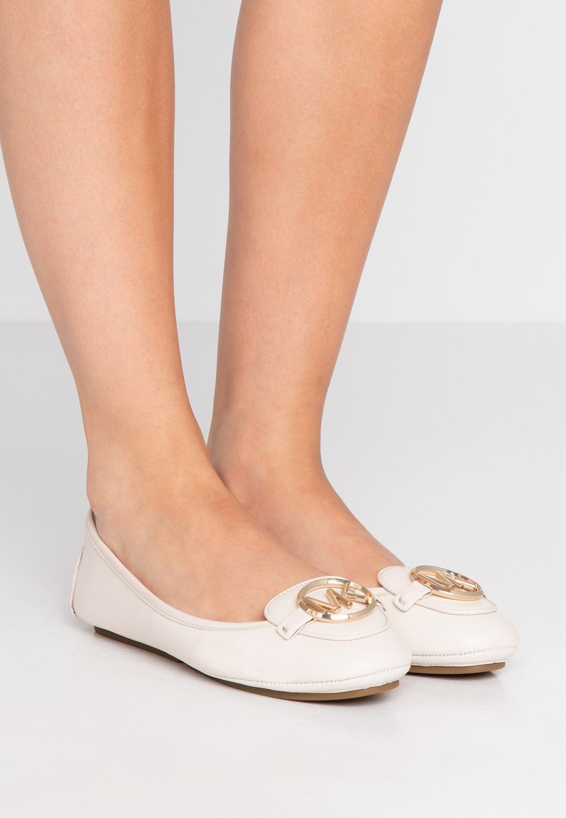 MICHAEL Michael Kors - LILLIE - Klassischer  Ballerina - light cream