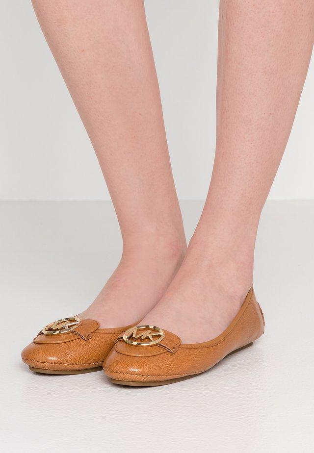 LILLIE  - Ballerines - acorn