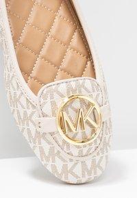 MICHAEL Michael Kors - LILLIE  - Ballerina's - vanilla - 2