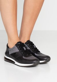 MICHAEL Michael Kors - ALLIE TRAINER EXTREME - Sneaker low - black/multicolor - 0