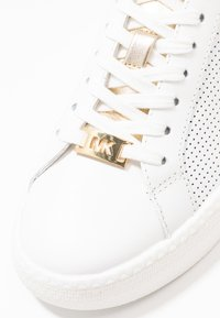 MICHAEL Michael Kors - CODIE LACE UP - Sneakers basse - optic white/platinum gold - 2