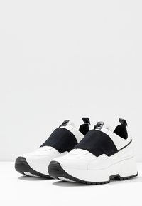 MICHAEL Michael Kors - COSMO - Sneakers - optic white/black