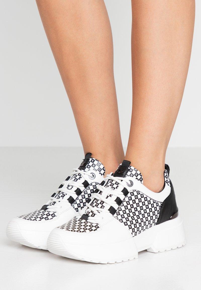 MICHAEL Michael Kors - COSMO TRAINER - Sneaker low - black/optic white