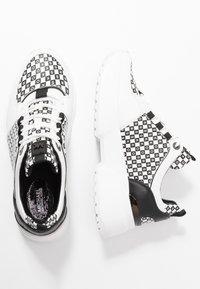 MICHAEL Michael Kors - COSMO TRAINER - Zapatillas - black/optic white - 3