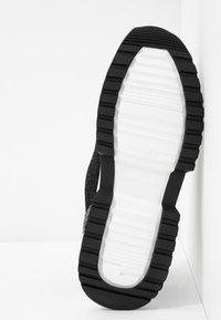 MICHAEL Michael Kors - COSMO TRAINER - Zapatillas - black - 6