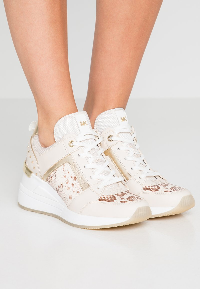 MICHAEL Michael Kors - GEORGIE TRAINER - Zapatillas - light cream