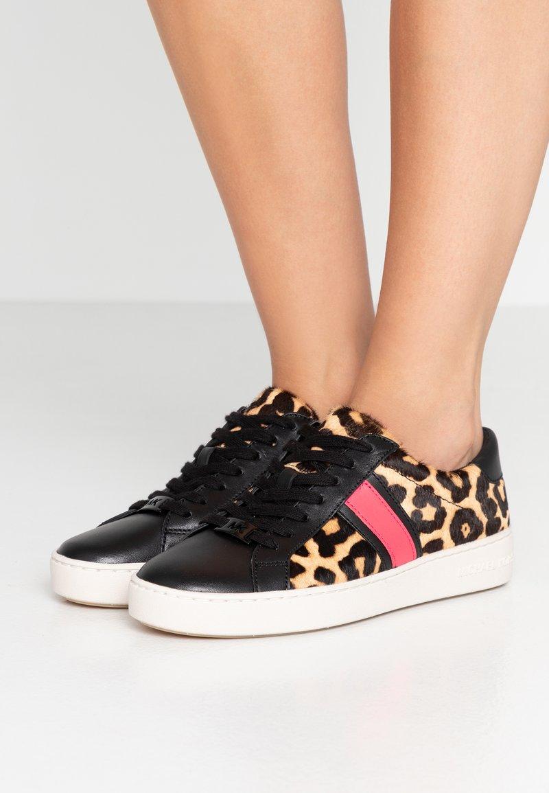 MICHAEL Michael Kors - IRVING STRIPE LACE UP - Sneaker low - natural