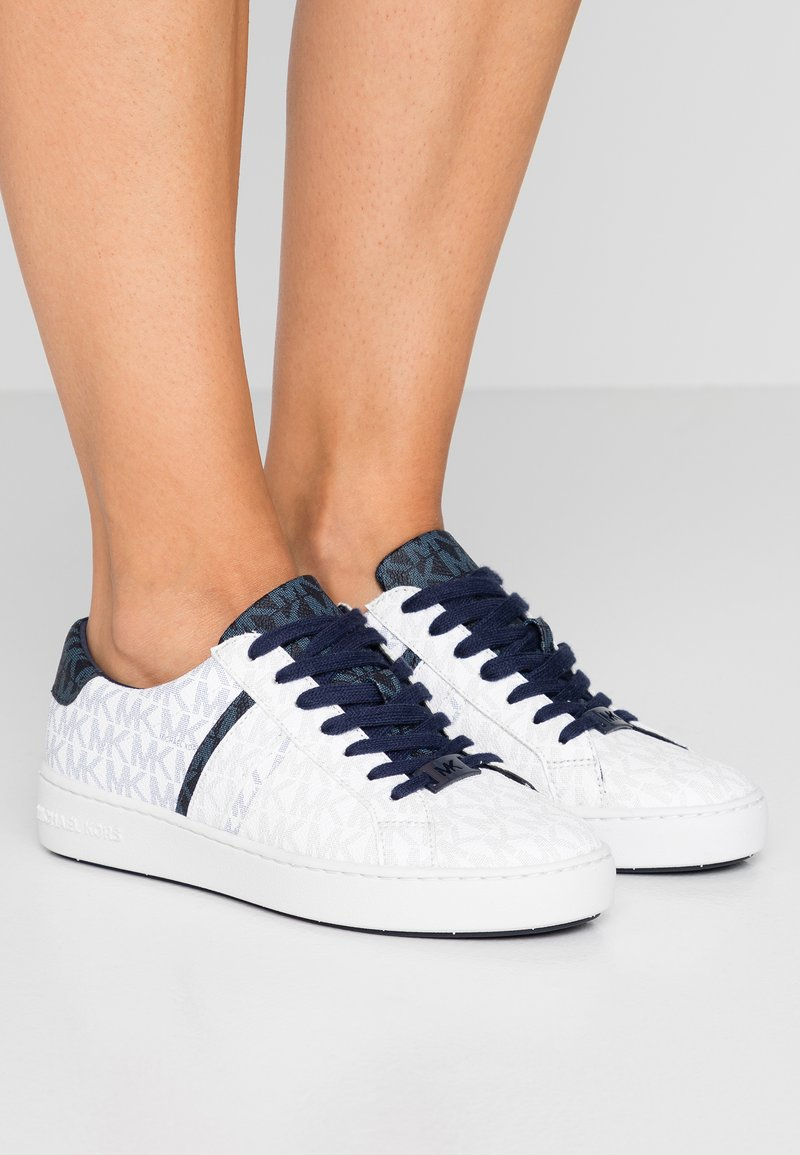 MICHAEL Michael Kors - IRVING STRIPE LACE UP - Sneakers - white/navy