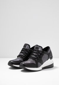 MICHAEL Michael Kors - LIV TRAINER EXTREME - Trainers - black/silver - 4