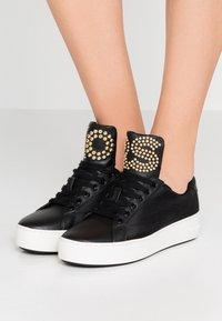 MICHAEL Michael Kors - MINDY LACE UP - Sneaker low - black - 0