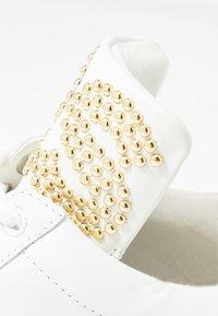 MICHAEL Michael Kors - MINDY LACE UP - Zapatillas - optic white/platinum gold - 2
