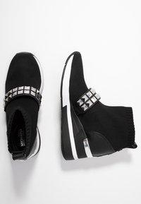 MICHAEL Michael Kors - SKYLER BOOTIE - Boots à talons - black - 3