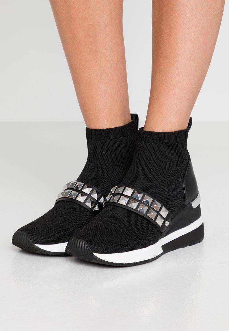 MICHAEL Michael Kors - SKYLER BOOTIE - Ankle Boot - black