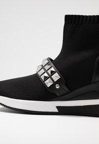 MICHAEL Michael Kors - SKYLER BOOTIE - Boots à talons - black - 2
