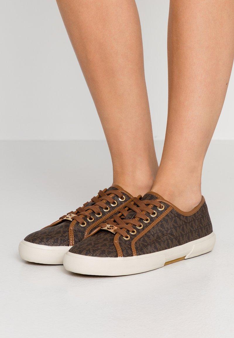MICHAEL Michael Kors - BOERUM - Sneakers - brown