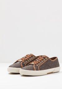 MICHAEL Michael Kors - BOERUM - Sneakersy niskie - brown - 4