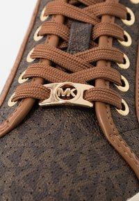 MICHAEL Michael Kors - BOERUM - Sneakersy niskie - brown - 2