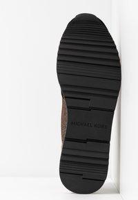 MICHAEL Michael Kors - ALLIE TRAINER - Tenisky - black/bronze/silber - 6