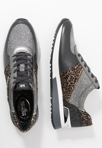 MICHAEL Michael Kors - ALLIE TRAINER - Zapatillas - black/silver - 3