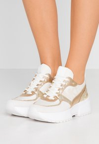 MICHAEL Michael Kors - BALLARD TRAINER - Zapatillas - cream - 0