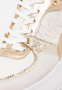 MICHAEL Michael Kors - BALLARD TRAINER - Zapatillas - cream - 2