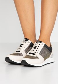 MICHAEL Michael Kors - BILLIE TRAINER - Zapatillas - black/gold - 0