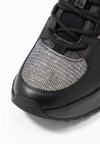 MICHAEL Michael Kors - COSMO TRAINER - Sneakers - black/silver - 2