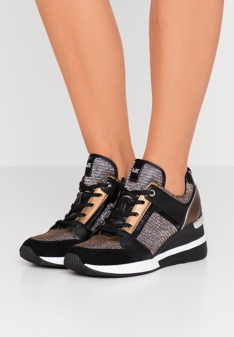 MICHAEL Michael Kors - GEORGIE TRAINER - Sneaker low - black/bronze/silber