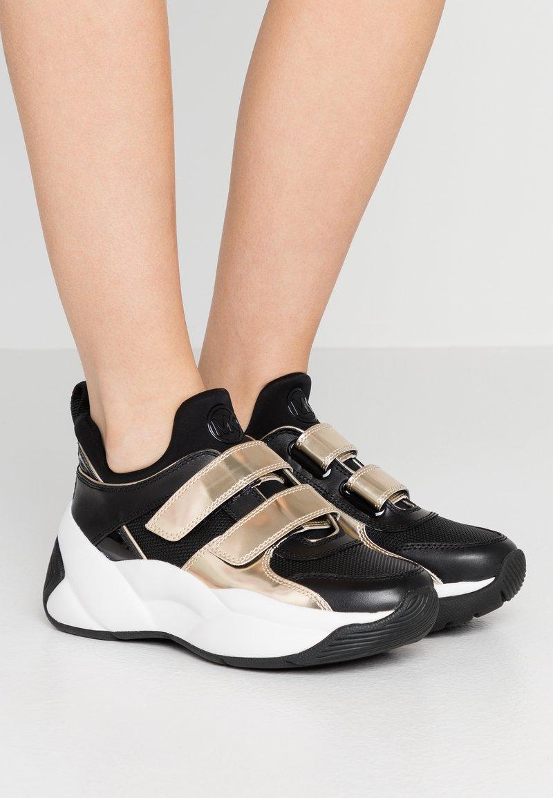 MICHAEL Michael Kors - KEELEY TRAINER - Sneaker low - black/palegold