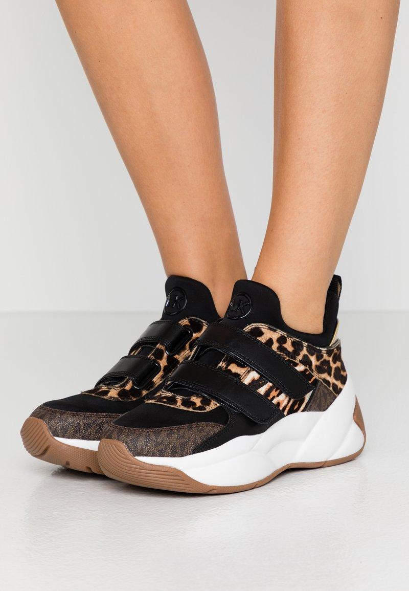 MICHAEL Michael Kors - KEELEY TRAINER - Sneaker low - dark camel