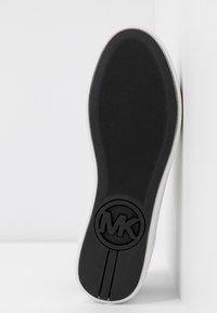 MICHAEL Michael Kors - KHLOE LACE UP - Sneakers basse - optic white - 6