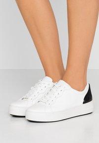 MICHAEL Michael Kors - KHLOE LACE UP - Sneakers basse - optic white - 0