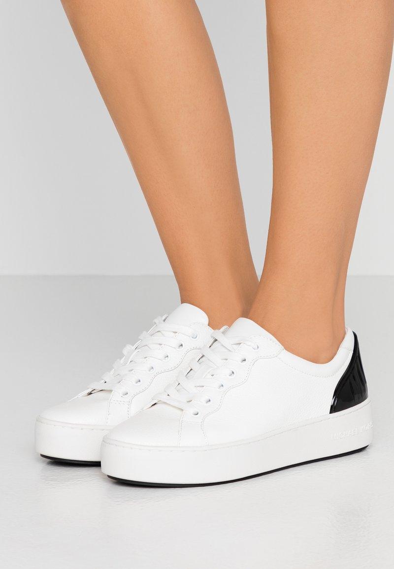MICHAEL Michael Kors - KHLOE LACE UP - Sneakers basse - optic white