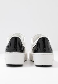MICHAEL Michael Kors - KHLOE LACE UP - Sneakers basse - optic white - 7