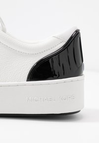 MICHAEL Michael Kors - KHLOE LACE UP - Sneakers basse - optic white - 2