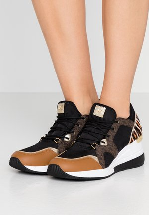 LIV TRAINER - Zapatillas - black/dark camel