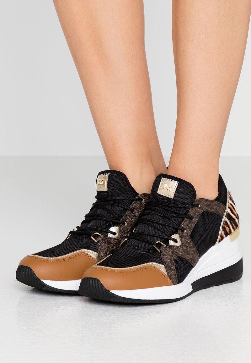 MICHAEL Michael Kors - LIV TRAINER - Sneaker low - black/dark camel