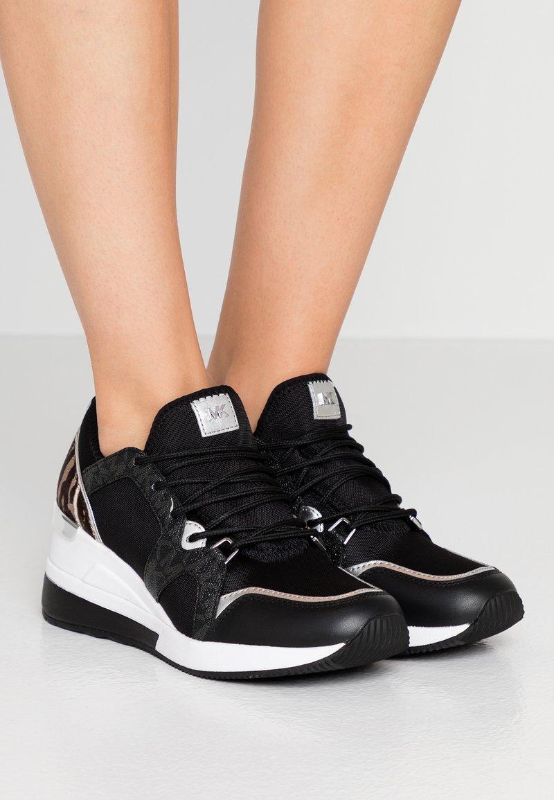 MICHAEL Michael Kors - LIV TRAINER - Sneakers laag - black/gun
