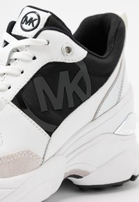 MICHAEL Michael Kors - MICKEY TRAINER - Baskets basses - black/optic white - 2