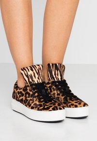 MICHAEL Michael Kors - MINDY LACE UP - Sneaker low - butterscotch - 0