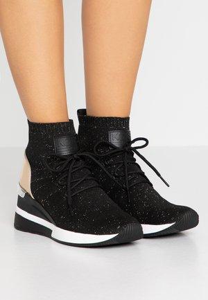 SKYLER LACE UP  - Sneakers hoog - black/gold