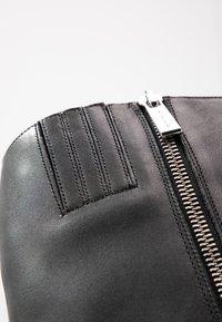 MICHAEL Michael Kors - LOTTIE BOOT - Kozačky na vysokém podpatku - black - 2