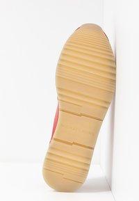 MICHAEL Michael Kors - ALLIE TRAINER - Sneaker low - bright red - 6