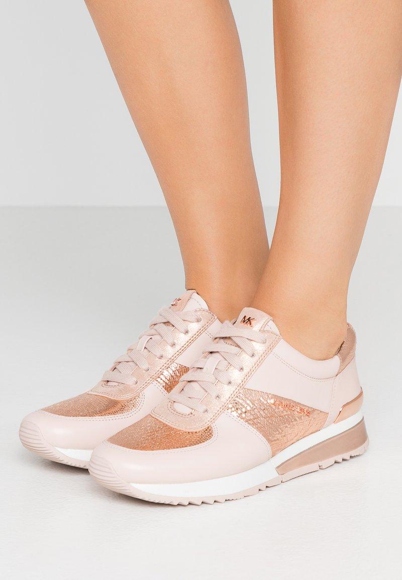 MICHAEL Michael Kors - ALLIE WRAP TRAINER - Sneakers basse - soft pink