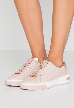 CODIE LACE UP - Trainers - pink/gold