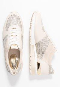 MICHAEL Michael Kors - Sneakersy niskie - pale gold - 3