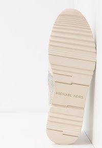 MICHAEL Michael Kors - Sneakersy niskie - pale gold - 6