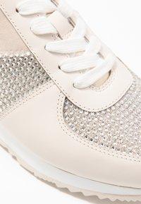 MICHAEL Michael Kors - Sneakersy niskie - pale gold - 2
