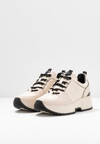 MICHAEL Michael Kors - COSMO TRAINER - Baskets basses - ecru